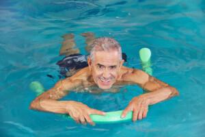 Schwimmen hilft bei Hüftarthrose